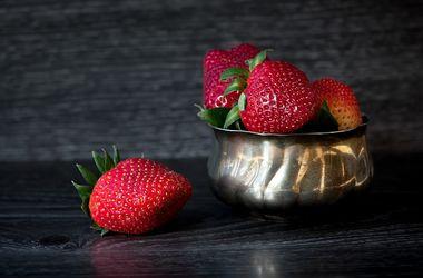 В Украину идет сезон клубники: почем продают ягоду