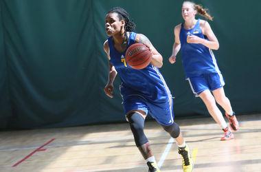 Со сборной Украины тренируется американская баскетболистка Д'Андра Мосс