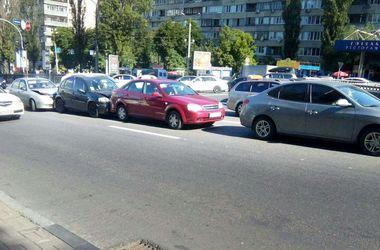 В центре Киева столкнулись четыре машины