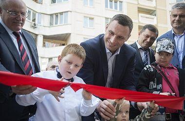 Виталий Кличко принял участие в открытии центра админуслуг на Лесном массиве