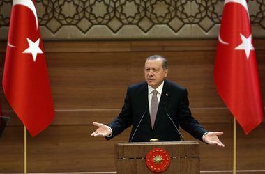 Эрдоган отчитал Ципраса за отказ надеть подаренный галстук