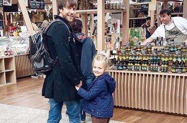 Экс-супруги Татьяна Арнтгольц и Иван Жидков встретились на выпускном дочери (фото)
