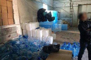 В Харькове спирт с водой выдавали за коньяк и ром
