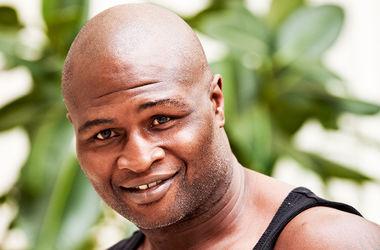 Бывший чемпион мира в трех весовых категориях Джеймс Тони в 47 лет хочет вернуться на ринг