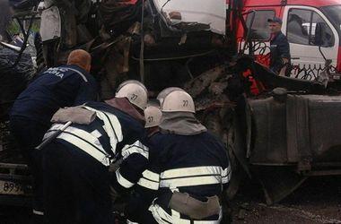 Масштабная авария в Киеве: пострадавших доставали с помощью специнструметов