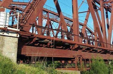 Под Киевом подросток погиб, делая селфи на ж/д мосту
