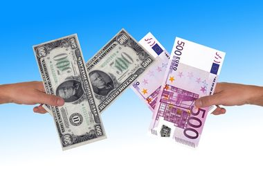 В Украине падают доллар и евро