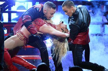 Бритни Спирс в микротрусах станцевала горячие танцы на сцене
