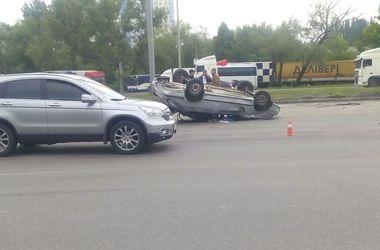 Пешеход спровоцировал страшное ДТП в Киеве