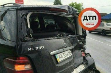 В Киеве пьяный водитель на скорости протаранил Mercedes