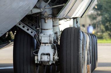 В аэропорту Манчестера Airbus A320 наехал на буксировщик