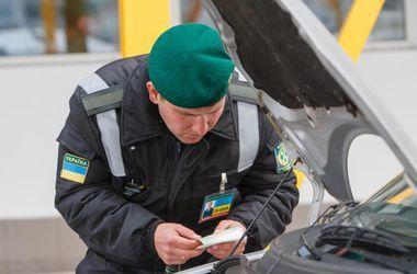 На Закарпатье пограничники со стрельбой задержали мужчину с почти 500 пачками сигарет
