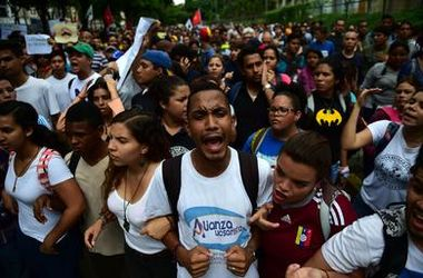 В охваченной беспорядками Венесуэле неизвестные расстреляли 11 мужчин