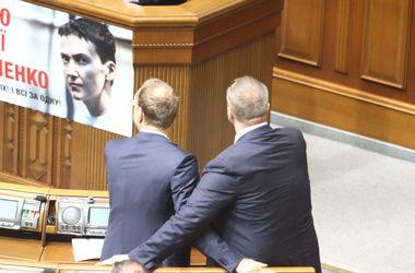 Савченко повесит в Раде новый плакат с изображением украинских узников в России