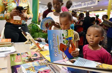 Люди, читающие в детстве, зарабатывают больше - ученые