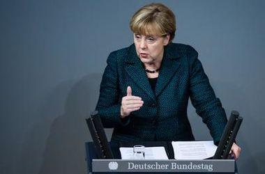 Меркель не видит причин для ослабления санкций против РФ - правительство Германии