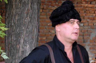<p><span>Лесь Подерев'янський у костюмі анархіста.</span>Фото:wikipedia.org</p>