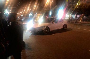 Электромобиль Tesla попал в ДТП в Украине