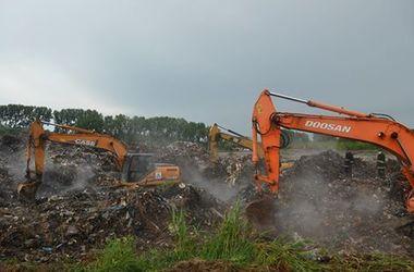 На обгоревшей Грибовицкой свалке  продолжают искать пропавшего эколога