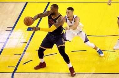 """Стартовал финал плей-офф НБА: """"Голден Стейт"""" повел 1:0 в серии до четырех побед"""