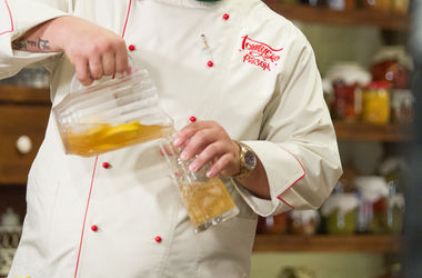 Как приготовить освежающий лавандовый лимонад: рецепт от шеф-повара