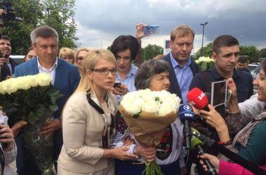 Савченко рассказала, почему не приняла букет от Тимошенко