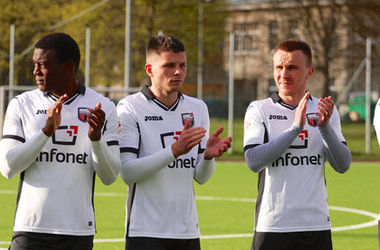 Эстонских футболистов обокрали во время матча