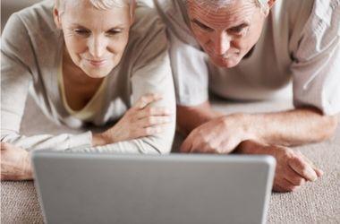 Ученые объяснили, почему в старости люди меньше спят
