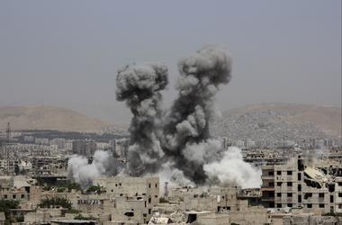"""Российская авиация и войска Асада сбросили вакуумные и """"бочковые"""" бомбы на Алеппо"""