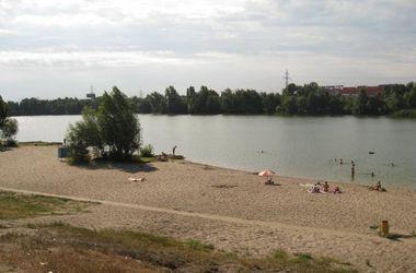 В Киеве пляжные патрульные спасли 10-летнего мальчика и пьяного мужчину