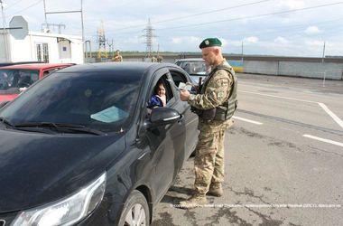 На Донбассе пункт пропуска возобновил работу после обстрела снайпера