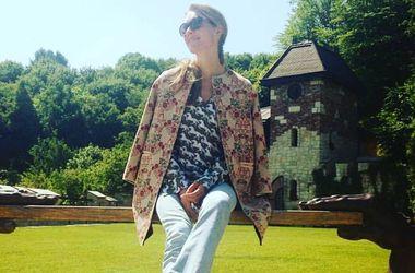 Катя Осадчая в купальнике отдохнула на природе (фото)