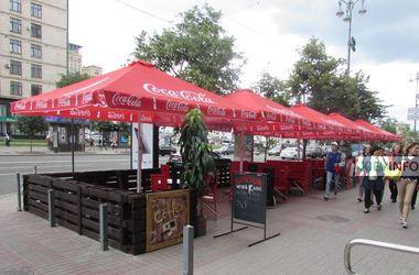 Скандальный бар в Киеве открыл летнюю площадку возле Дома профсоюзов