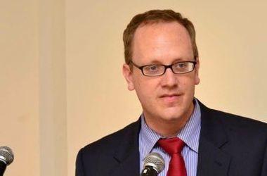 Спикер посольства США в РФ остроумно потроллил российский телеканал