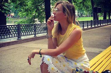 47-летняя Светлана Бондарчук похвасталась стройными ногами в микро-шортах