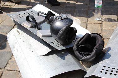 Во Львове силовиков травили слезоточивым газом