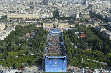 Главная фан-зона Евро-2016 открылась у подножия Эйфелевой башни