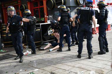 Французская полиция уже применила слезоточивый газ против фанатов
