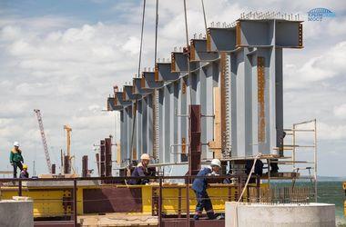В России показали, как монтируют пролеты Керченского моста