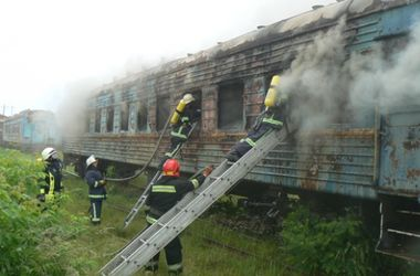 В Хмельницком на территории депо загорелся пассажирский вагон