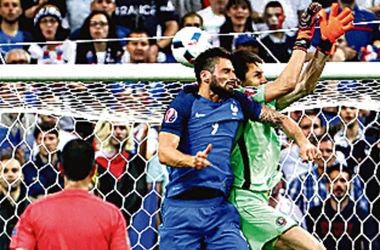 Евро-2016. Экс-арбитр ФИФА Орехов считает, что первый гол чемпионата - ошибочный