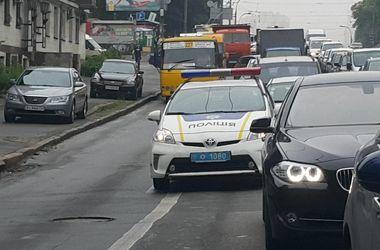 В Киеве полиция активно ловит любителей езды по полосе для общественного транспорта