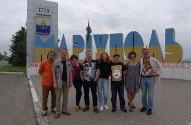 """""""Маски-шоу"""" отправились на Донбасс"""