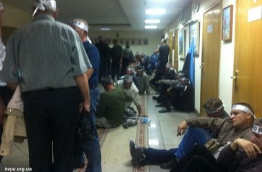 Митингующие шахтеры заблокировали кабинеты Минсоцполитики и объявили голодовку