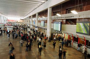 На России с пяти московских вокзалов эвакуировали более тысячи человек