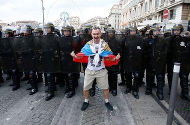 Евро-2016: российским фанатам запретили доставать национальные флаги