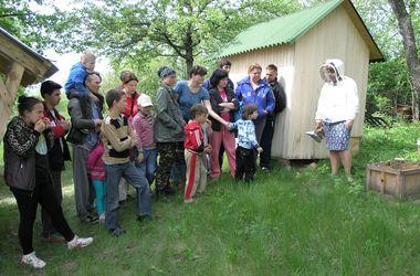 Переселенцев из Донбасса учат жить и работать в деревне