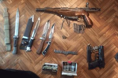 В Киеве поймали домушников с обрезом и револьвером
