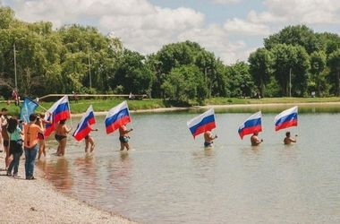 Символичное фото с россиянами рассмешило интернет