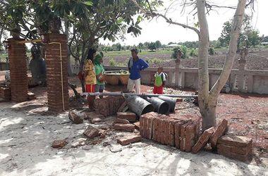 В буддистском монастыре Таиланда на детей рухнули колоны с колоколами